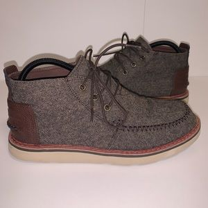 Toms Lace Up Chukka Boots